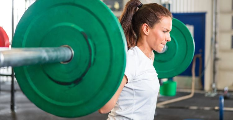 5 tips for women in the weights room