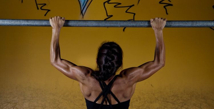 Five exercises to help you nail your first pull up