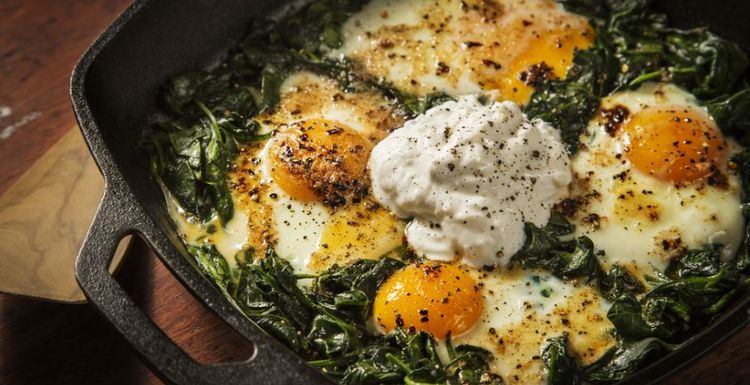 SPINACH BAKED EGGS. AN EASY LOW CARB SUPPER
