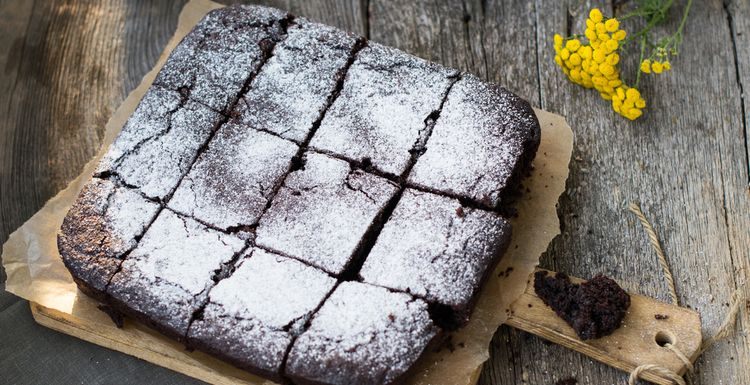 SIMPLE CHOCOLATE AND BEETROOT CAKE
