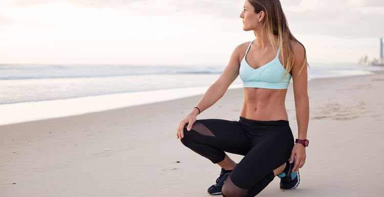 2 MOVES YOU CAN DO AT HOME FOR A FLAT SUMMER TUMMY