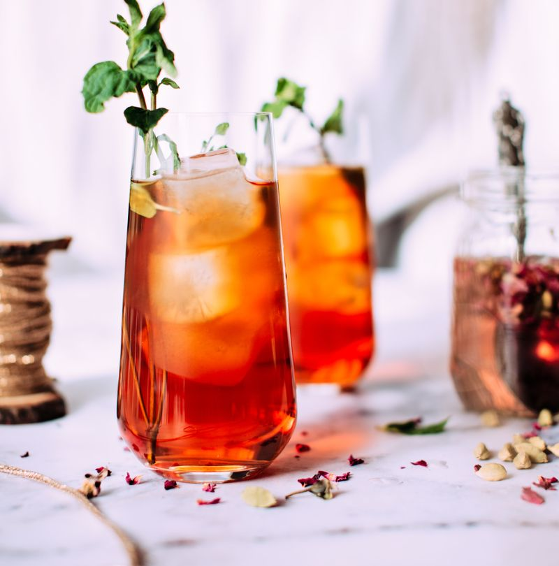 BEST NON-ALCOHOLIC CHRISTMAS DRINKS FOR THE PARTY SEASON
