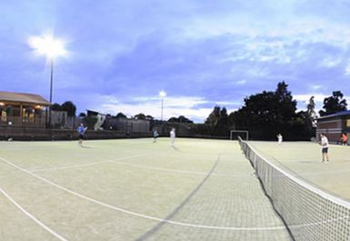 Tennis courts at the kings club london