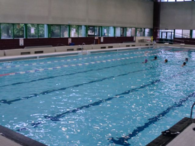 Walnuts leisure centre orpington br6 0tj for Brooklyn college swimming pool membership